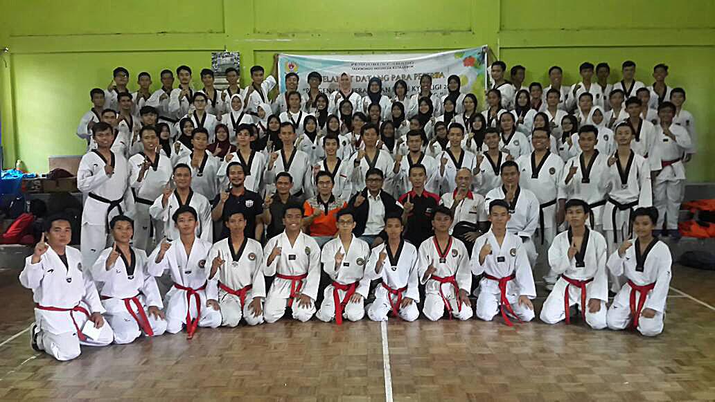 Foto Bersama Peserta Diklat Taekwondo Kota Depok