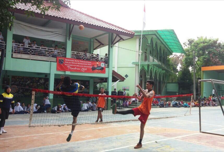 Pelatih Dan atlet sepak takraw Sosialisasi di SMP 6 Depok