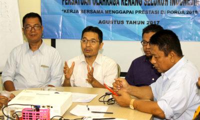 Ketua KONI Kota Depok Drs Amri Yusra.,M.Si saat melepas Atlet Renang untuk mengikuti BK Porda di Gor Bandung Jawa Barat