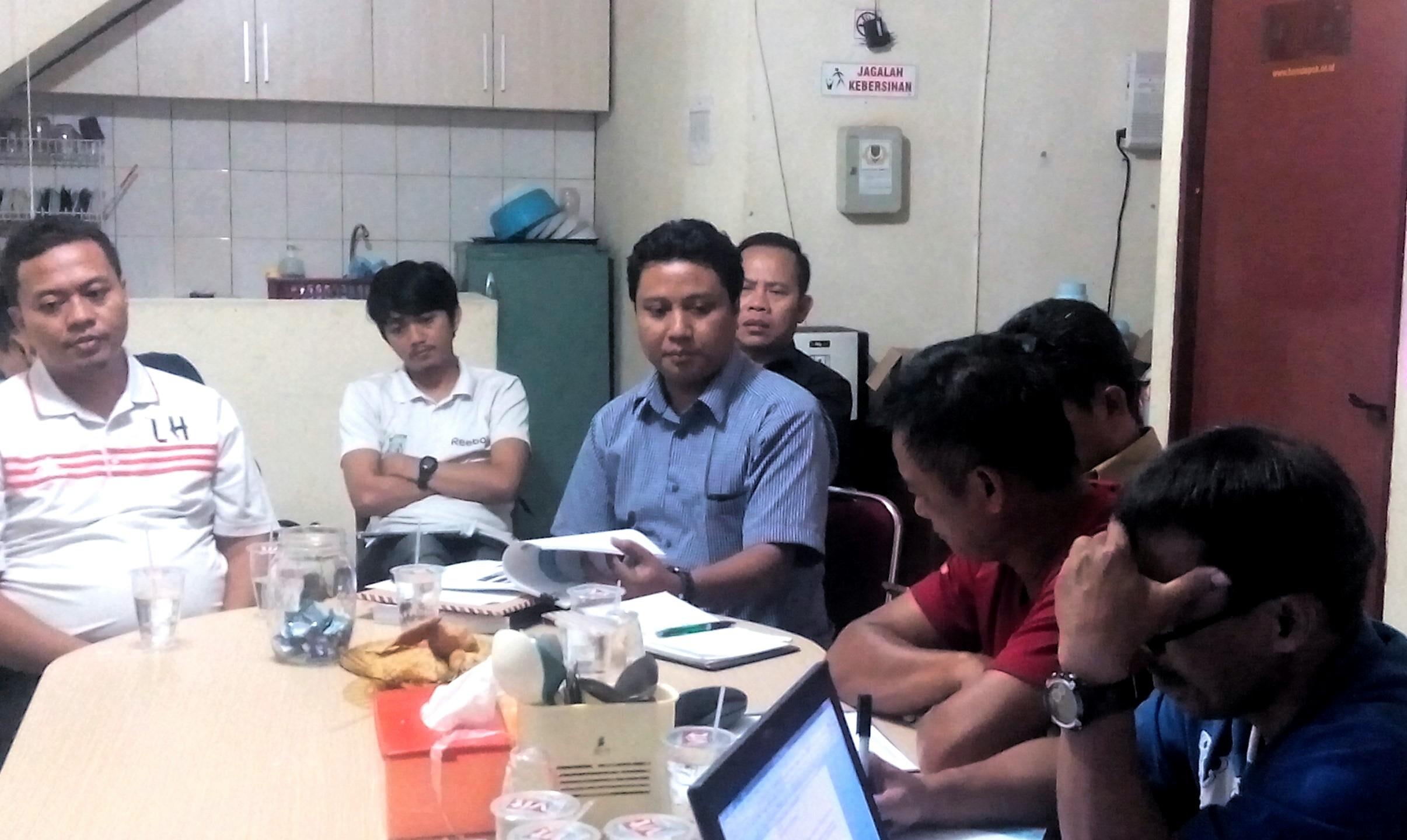 Tim Manager Futsal saat mengambangi kantor KONI Kota Depok