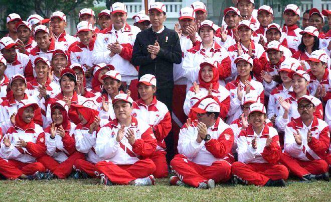 Presiden Joko Widodo Foto bersama atlet Saat melepas Kontingen Seagames Malaysia