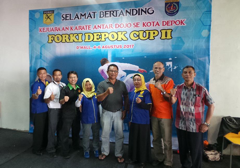 Foto bersama pengurus Forki Depok KONI Kota Depok Saat Event Forki Depok Cup II di DMall