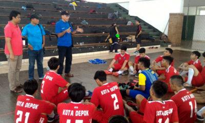 Mustafa Mansyur dan Meydi Rakasiwi saat monitoring cabor Futsal usai laga uji coba