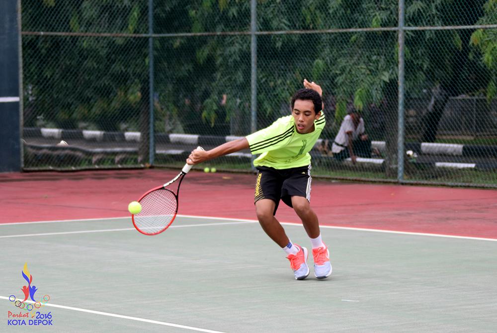 Atlet Tenis Lapangan Kota Depok Saat berlatih