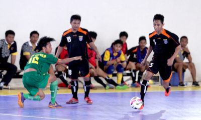 Pemain Futsal Kota Depok saat mengecoh pemain lawan