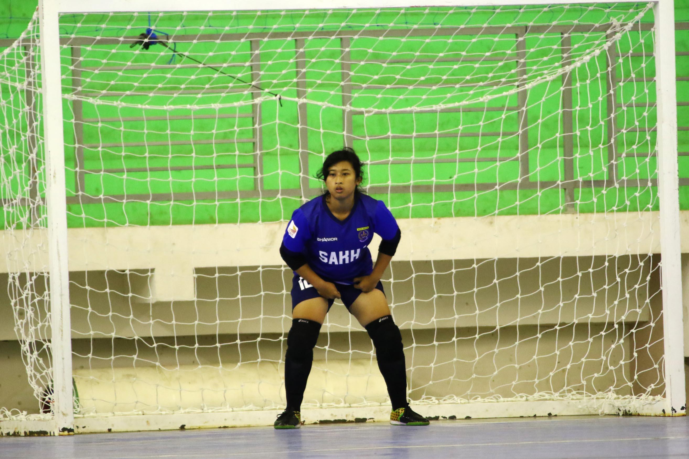 Ria Ayu Prastika Kiper Futsal putri saat  bertanding di GOR ITB Jatinangor Sumedang Jawa barat