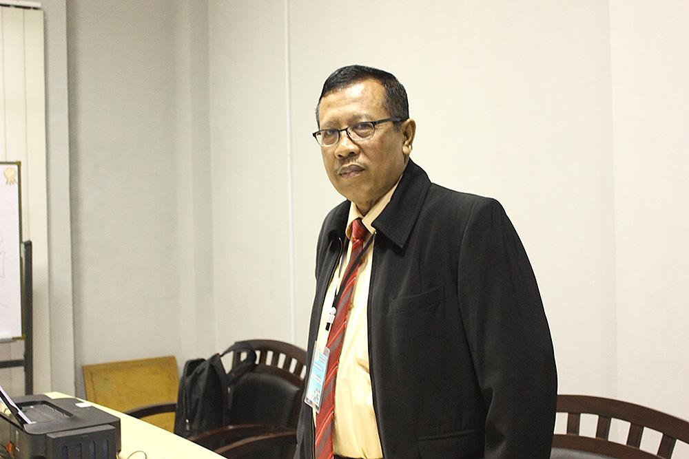 Agus Subandrijo sekum Catur Kota Depok saat memimpin wasit pertandingan di BK Porda Jabar