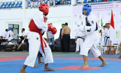 Hidayat Atlet kota depok (pelindung kepala biru) Saat bertanding di laga BK Porda jabar di Sport Hall IPSC Sentul Bogor Jawa Barat