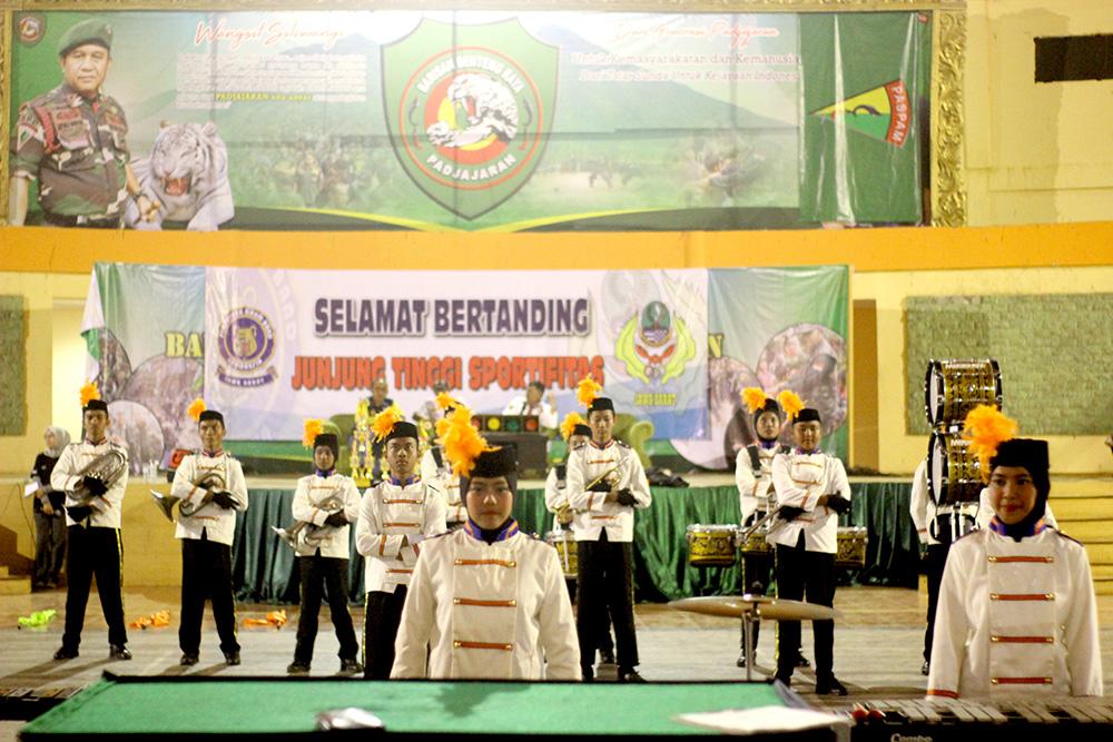 im drumband kota Depok saat melaksanakan lomba Drum Corps