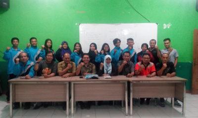 Ketua Koni beserta pengurus Perkemi dan atlet Foto bersama usai acara pelepasan atlet dilaksanakan