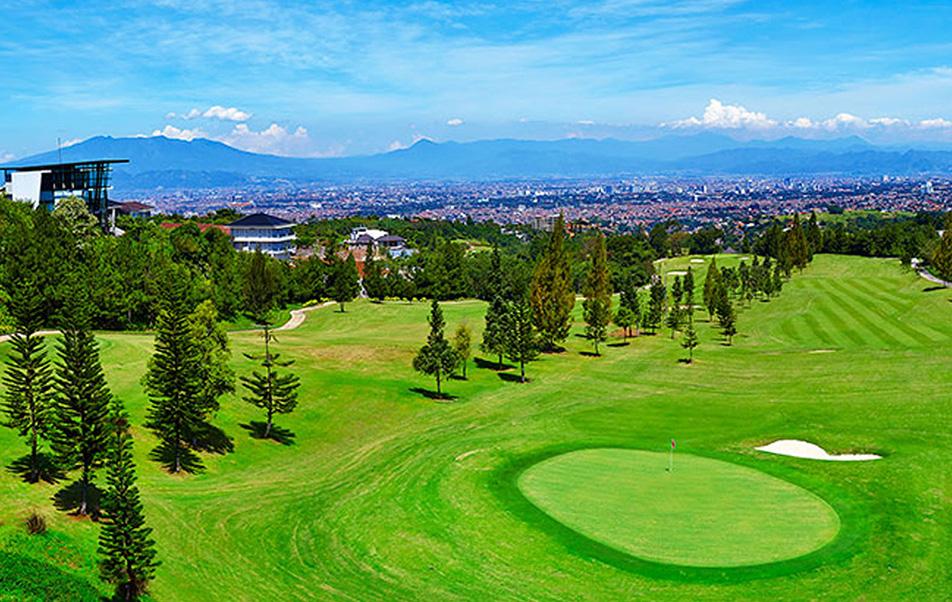 Indahnya Lapangan Golf Heritage Dago Bandung
