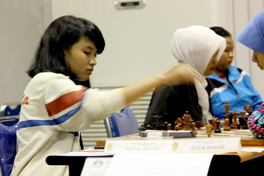 Atlet Putri Catur Kota Depok di pertandingan BK Porda Jabar