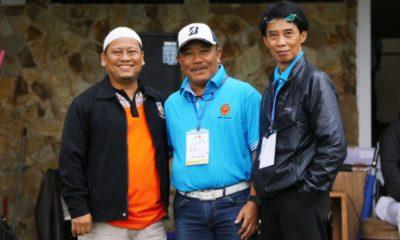 Syahroni (kiri) Manager tim Golf Kota Depok BK Porda Jawa Barat Bersama panitia Babak kuaifikasi Porda Jabar