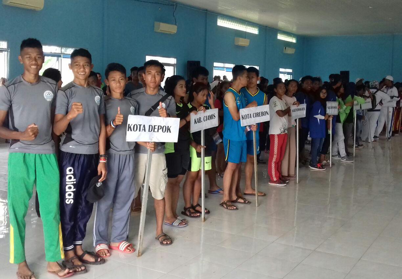 Atlet dayung Kota Depok saat melaksanakan pembukaan pertandingan BK Porda Jawabarat
