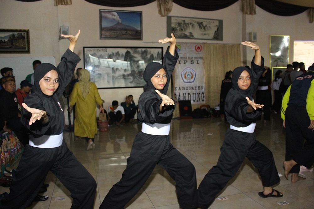 Atlet Putri pencak silat kota Depok yang akan berlaga untuk nomor Seni Lala,Laili,dan Hafifah