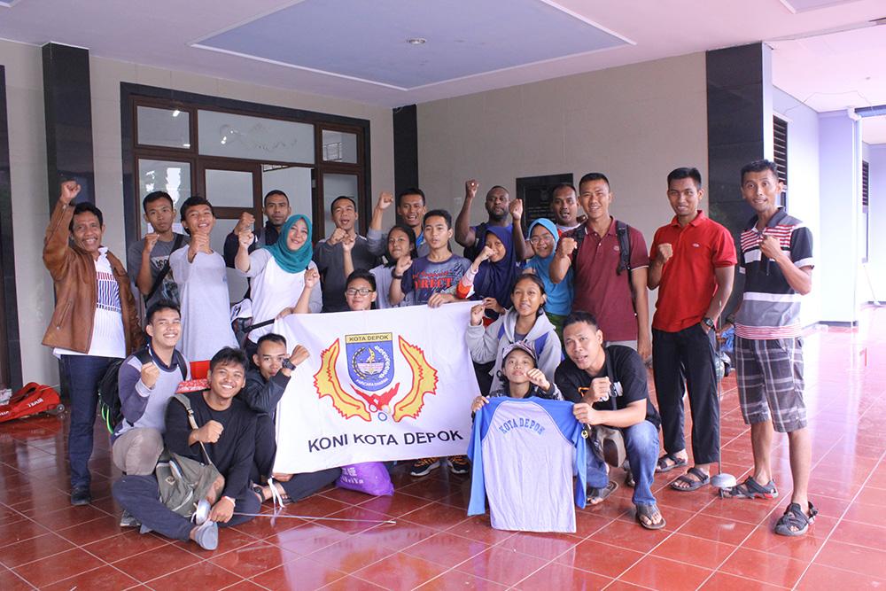 Foto Bersama Tim Anggar Kota Depok di lokasi pertandingan babak kualifikasi Porda Jawa barat