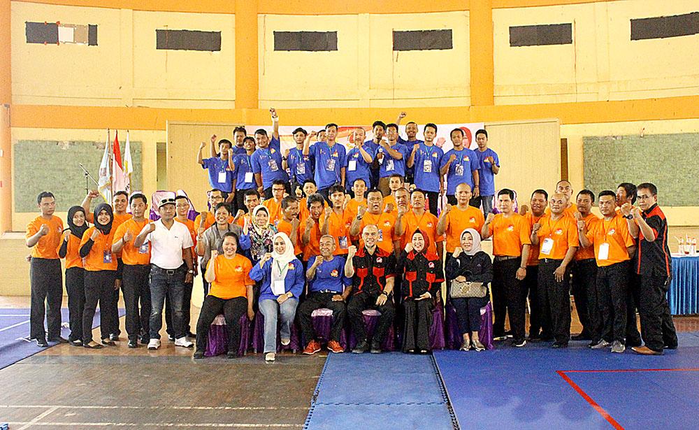 Panitia, Juri dan Wasit Foto Bersama Ketua Pengprov Jabar di Gor seni & budaya kab. Bogor Jawa barat