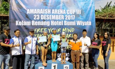 ketua KONI kota Depok dan ketua PRSI kota Depok Foto bersama para pemenang untuk nomor 200m gaya ganti perseorangan