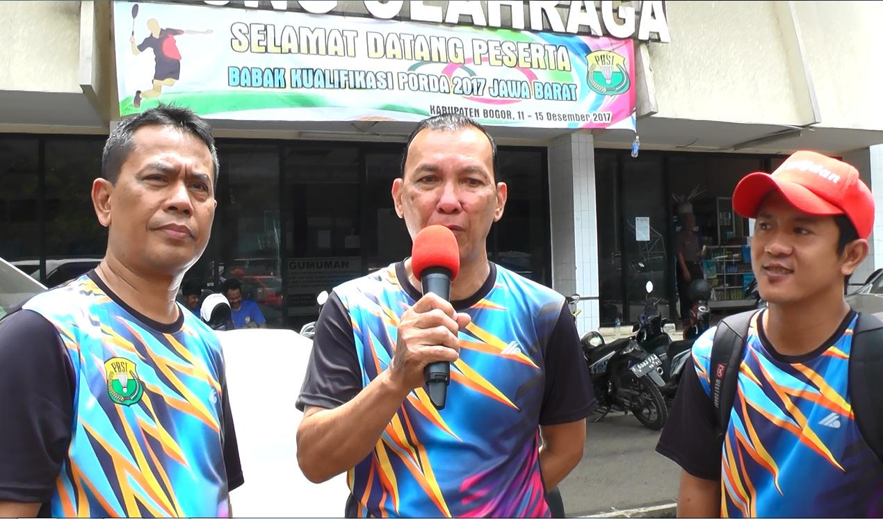 Para Pelatih bulutangkis Kota Depok saat wawancra bersama tim Humas KONI Kota Depok