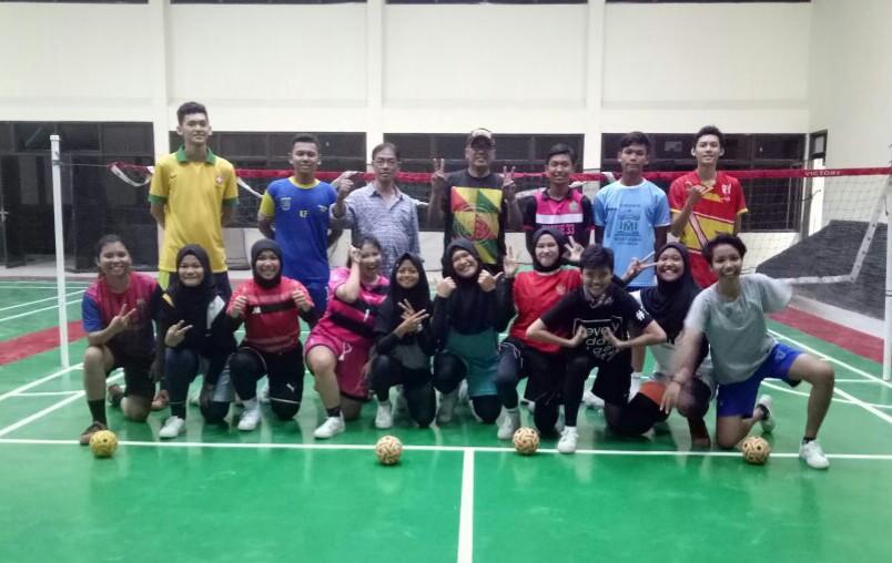 Foto Tim Sepak Takraw Kota Depok yang akan mengikuti babak kualifikasi porda di UPI Bandung
