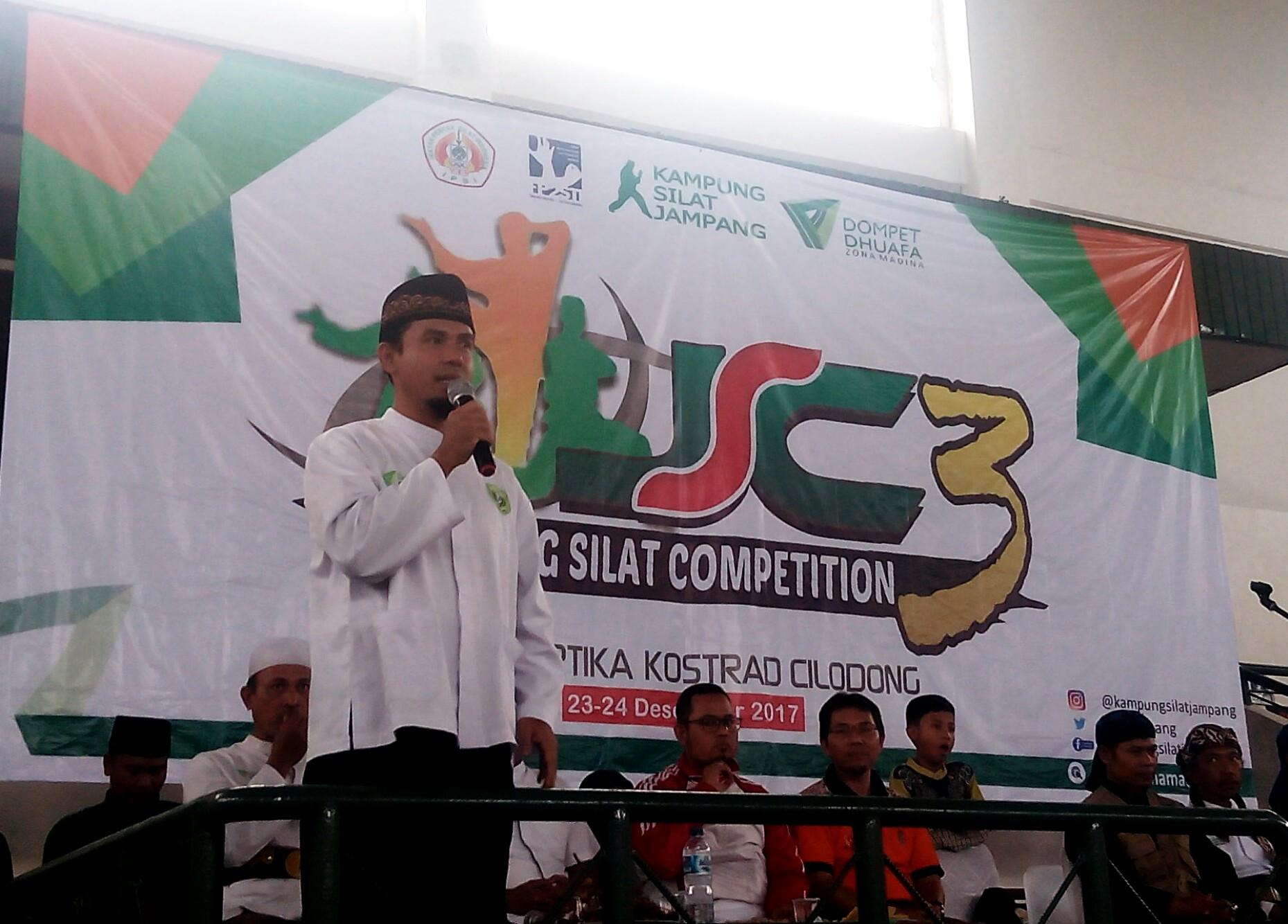 Herman Prianto Ketua Kampung Jampang Silat saat memberikan sambuatan di acara JSC3 di GOR Kartika Kostrad Cilodong Depok Jawa Barat