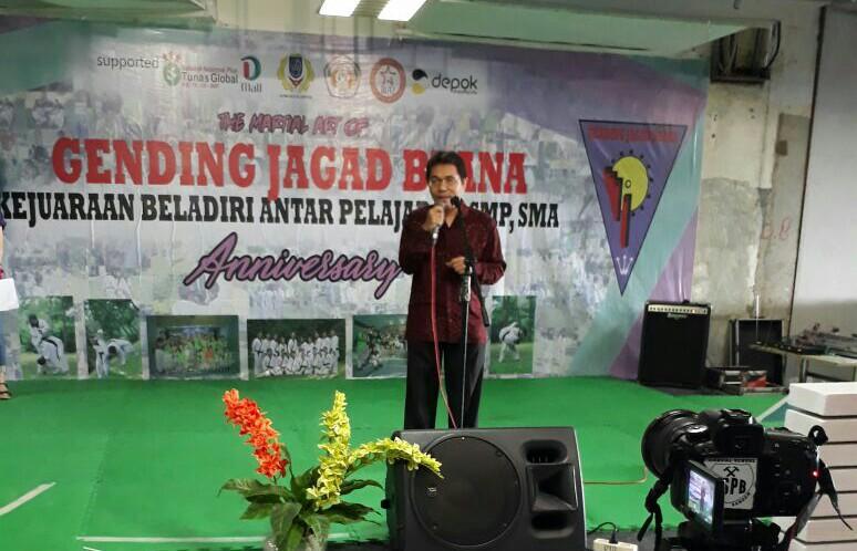 Kotua KONI Kota Depok Drs. Amri Yusra, M.Si memberikan sambutan dia Acara Gending Jagat Buana kejuaraan antar pelajar