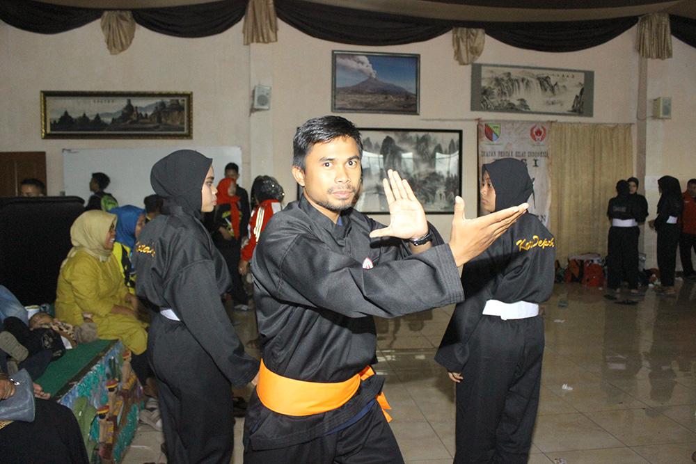 Dede Setiadi Pelatih Silat Kota Depok saat mendampingi atlet di ajang Babak Kualifikasi (BK) Porda 2017