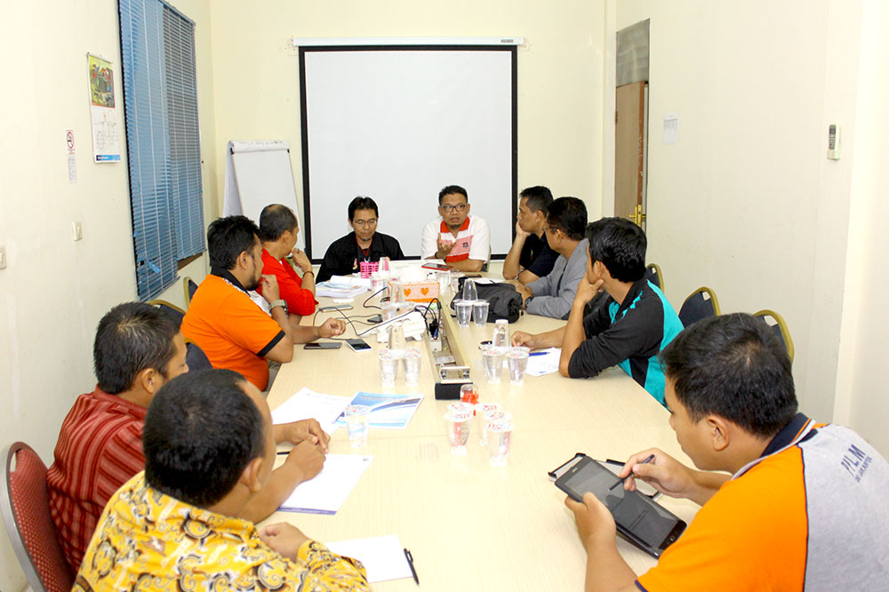 Rapat Bidang & Biro yang dilakukan pada kamis malam (21/12/2017) di ruang rapat kantor KONI Kota Depok