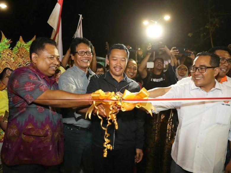 Mentri Pemuda dan Olahraga Imam Nahrowi secara resmi menutup kejuaraan nasional Pentanque di Bali