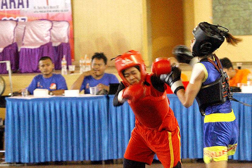 Nurul Hikmah saat menjalani laga dengan di babak kualifikasi (BK) Porda XIII di GOR seni dan budaya Pemkab. Bogor Jawa barat