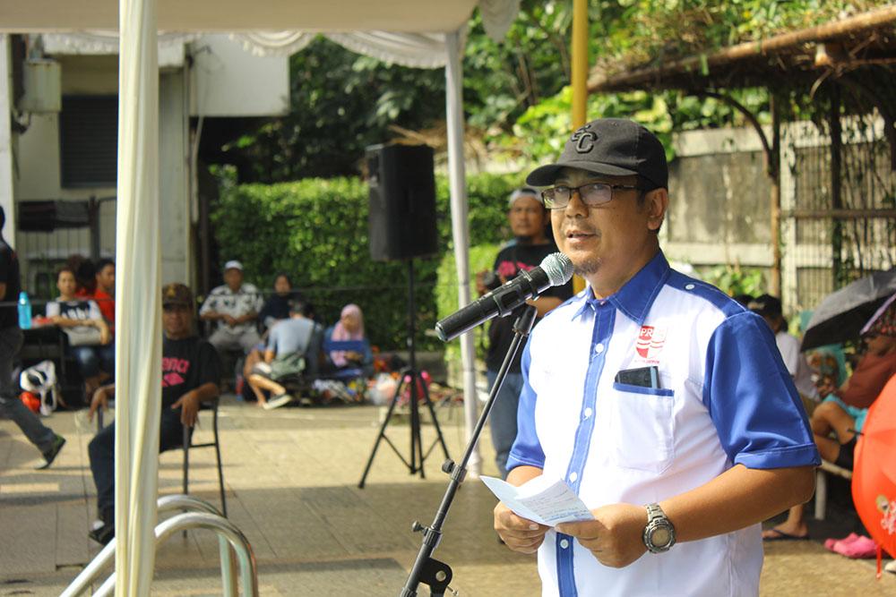 Nuryadi ketua KONI Kota Depok saat memberikan sambutan di kejuaraan amaraish arena cum 3 di kolam renang hotel Bumi Wiyata Kota Depok