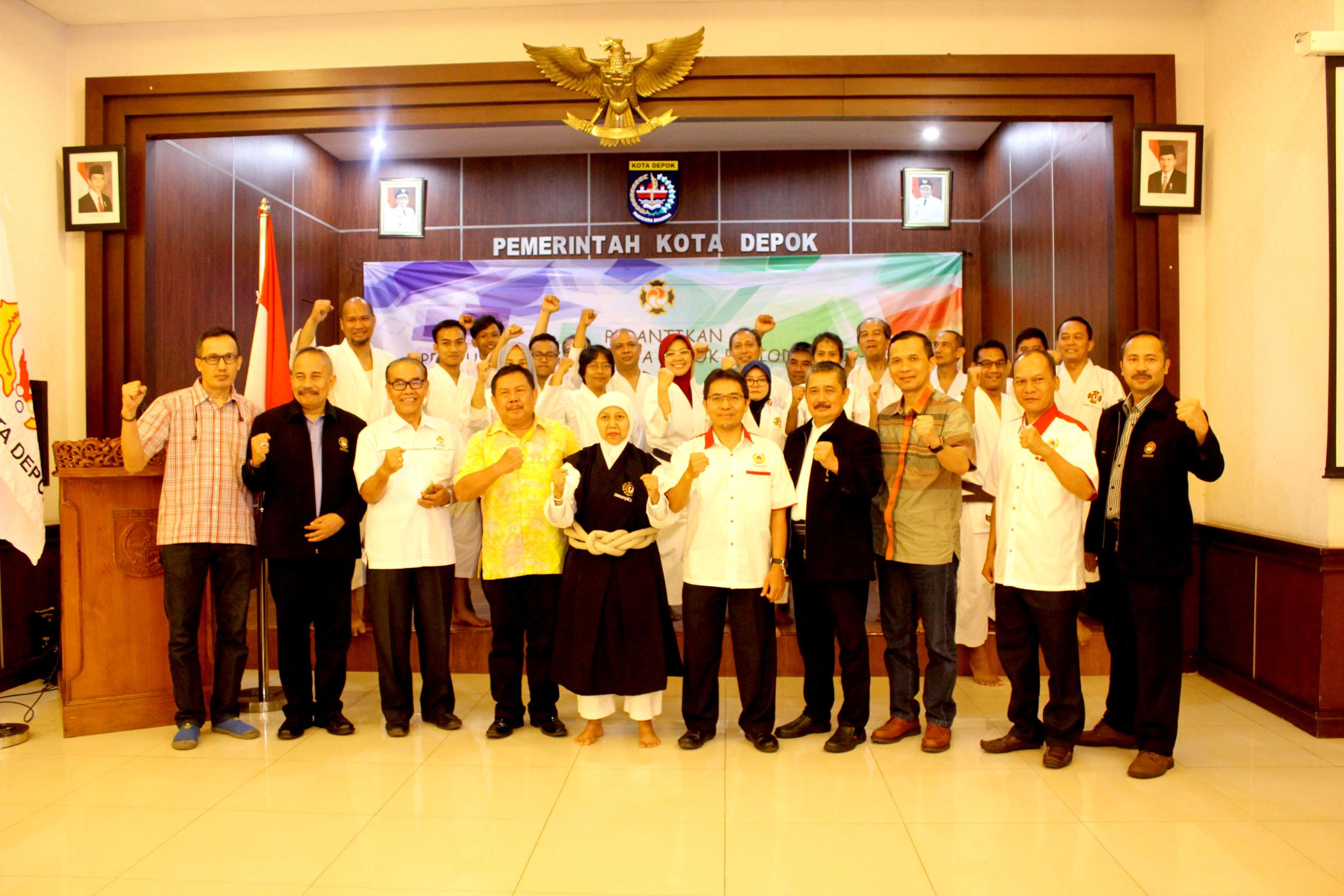 Ketua KONI Foto bersama Pengurus perkemi yang dihadiri pula kadisporyata serta perwakilan pengprov Jawabarat