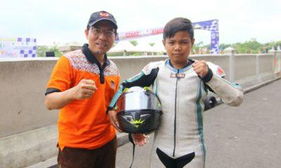Ketua KONI Kota Depok Bersama Pembalap Cilik  Hendri Jaya dari Kota Depok yang mengikuti ajang BK Porda jawa Barat