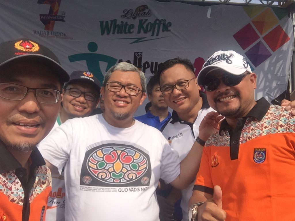 Ketua KONI bersama Gubernur jawabarat wakil walikota saat ikut dalam acara Adipura fun walk dan fun bike yang diadakan pemerintah kota Depok