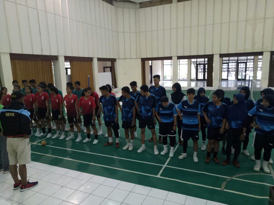 Atlet sepak takraw kota Depok uji tanding dengan tim PPLP DKI Jakarta.