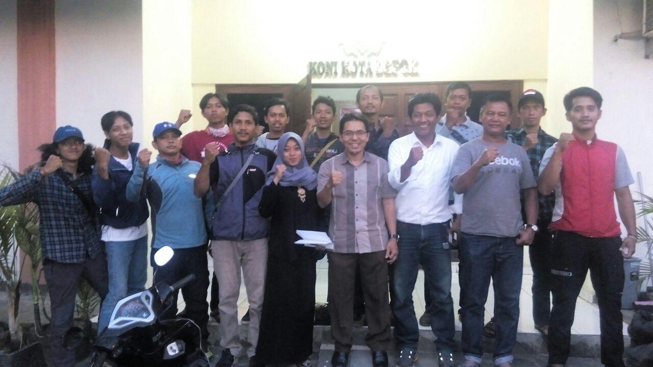 Para Pengurus FAJI kota Depok Foto bersama Ketua KONI kota Depok Drs. Amri Yusra, M.Si