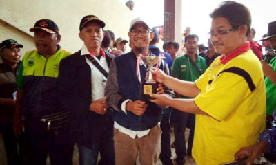 Yudi selaku perwakilan kota Depok menerima piala juara 2 untuk kelas 2th pemula jarak 800 meter