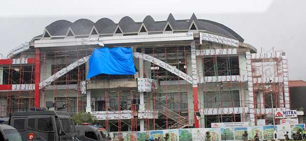 Beginilah kondisi terakhir pembangunan GOR Merdeka Kota Sukabumi, rabu(31/1). Padahal kontraktor telah diberikan perpanjangan waktu pengerjaan hingga 31 Januari 2018. (Foto: Istimewa)