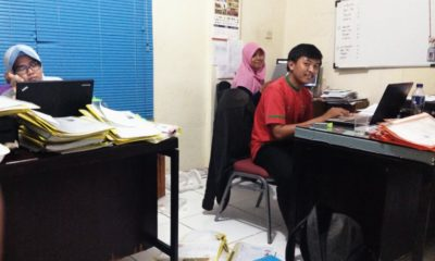 Salamah,Rizky,Arti staf akreditasi yang bekerja ekstra untuk memastikan pendaftaran para peserta Porda XII Kota Depok.
