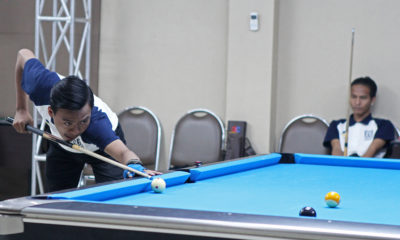 Pebilyar Kota Depok, Brian (kiri) beraksi pada nomor Pool Double 9 Ball PORDA Jabar XIII-2018 di Darmawan Park, Sentul, Bogor, Rabu (10/10). Kota Depok berhasil peroleh emas usai mengalahkan Kab. Bekasi. KONI Kota Depok/Faruqi/2018