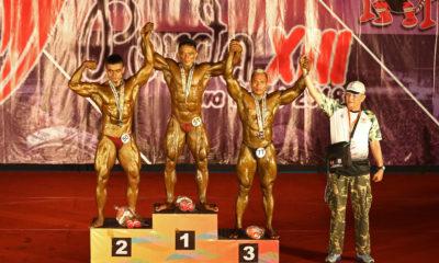 Atlet Binaraga Kota Depok, Gatot Suherman (kanan) menempati posisi ketiga pada nomor 80 Kg PORDA Jabar XIII-2018 di Gedung Kesenian dan Olahraga, Cibinong, Bogor, Minggu (14/10). Gatot berhak atas medali perunggu. KONI KOTA DEPOK/Faruqi/2018