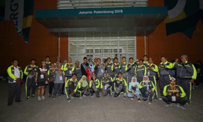 Kontingen Kota Depok untuk PORDA Jabar XIII-2018 berfoto bersama di Stadion Pakansari, Kab. Bogor, Sabtu (6/10) malam pada saat Acara Pembukaan. KONI KOTA DEPOK/Faruqi/2018