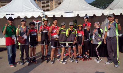 Foto bersama tim sepatu roda sebelum lomba ITT 300 Putri