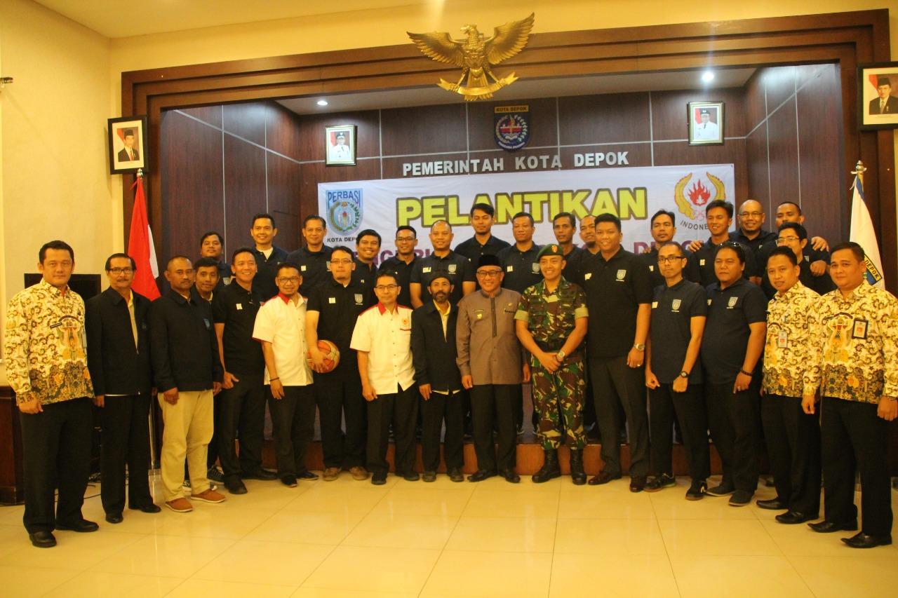 Ketua KONI Kota Depok Beserta Walikota dan Jajaran foto bersama Pengurus Perbasi Yang Baru