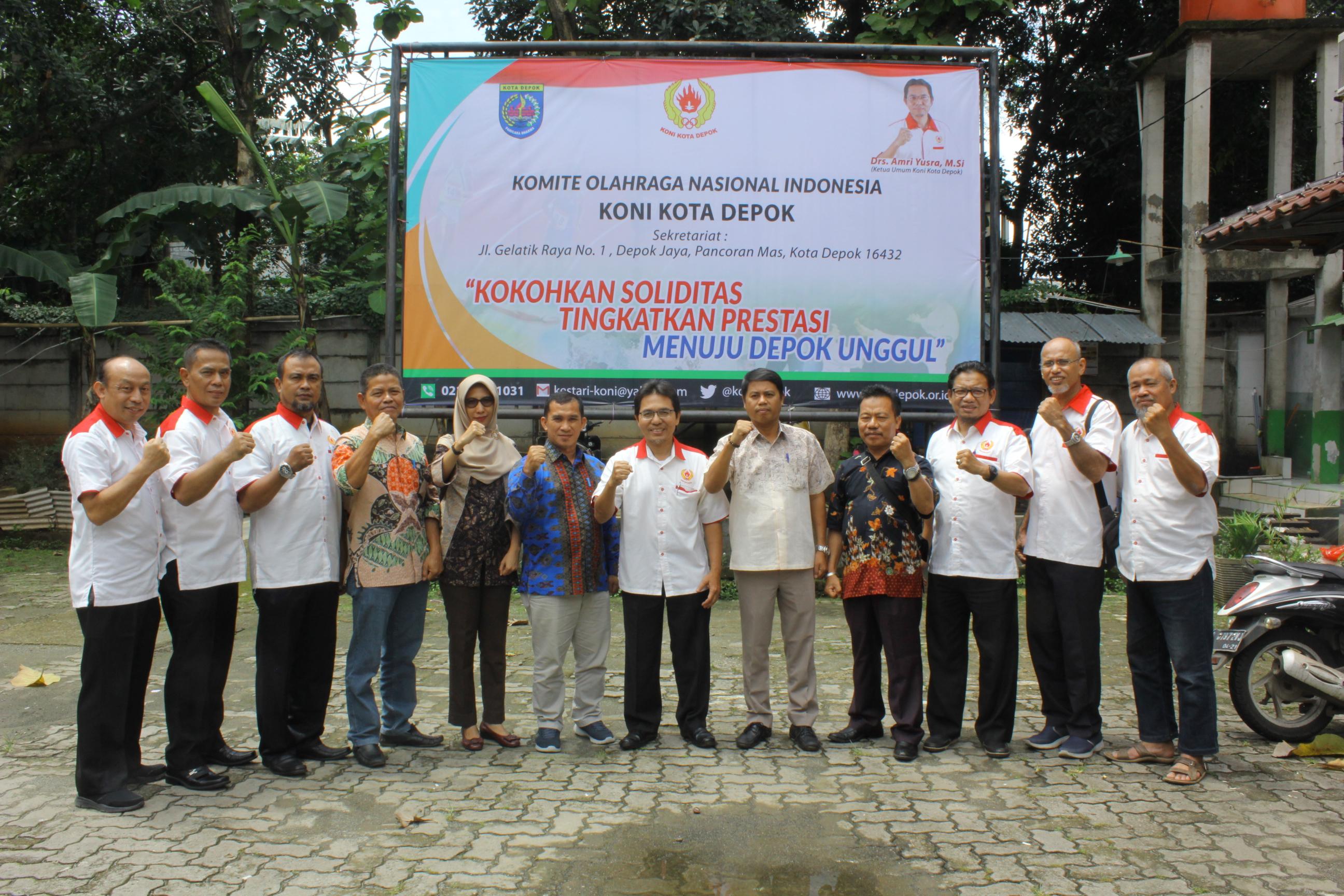 Anggota DPRD Bangka Barat Berkesempatan Foto Bersama pengurus KONI Kota Depok usai agenda kunjungan kerja ke KONI Kota Depok yang telah dilakukan, (30/01/19).