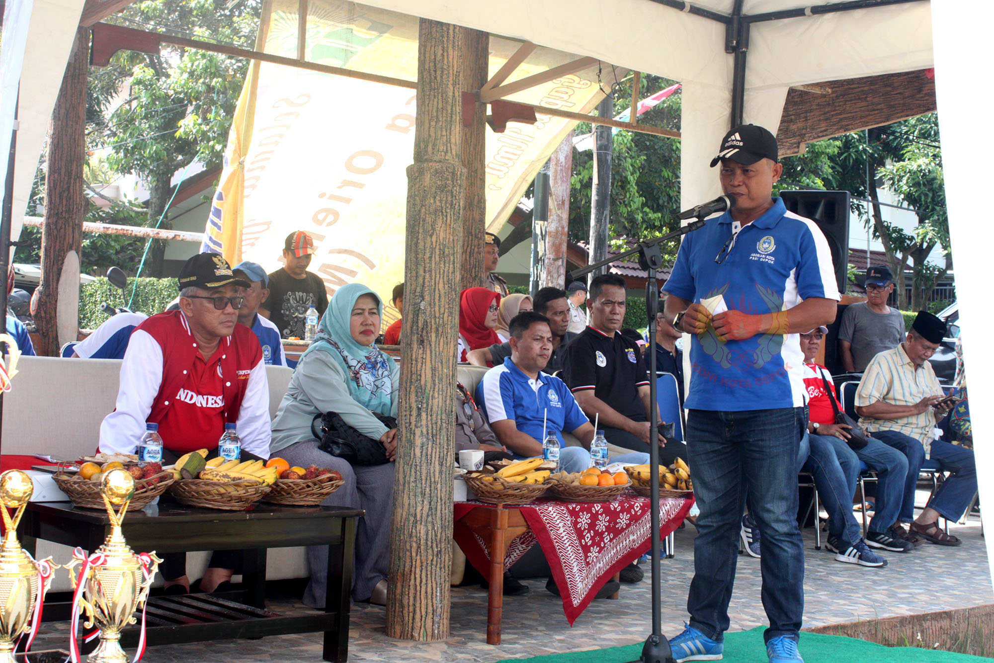 Meiyadi Rakasiwi, SE selaku ketua Askot PSSI Kota Depok memberikan sambutan di acara turnamen sepakbola piala Walikota Depok 2019 dilapangan Hawai,Sabtu (09/02/19).