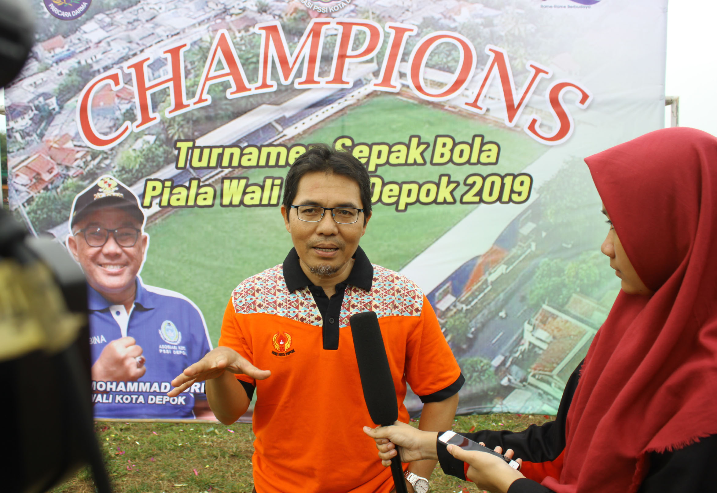 Wawncara Ketua KONI Kota Depok usai penutupan acara turnamen sepakbola piala Walikota Depok di Lapangan HWI,Beji, Minggu,(17/03/19).