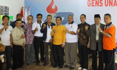 Wakil ketua 1 bidang Prestasi Hery Suprianto foto bersama di acara pembukaan open turnamen catur Pion 8, Cilodong Kota Depok Jawa barat, (02/03/19).