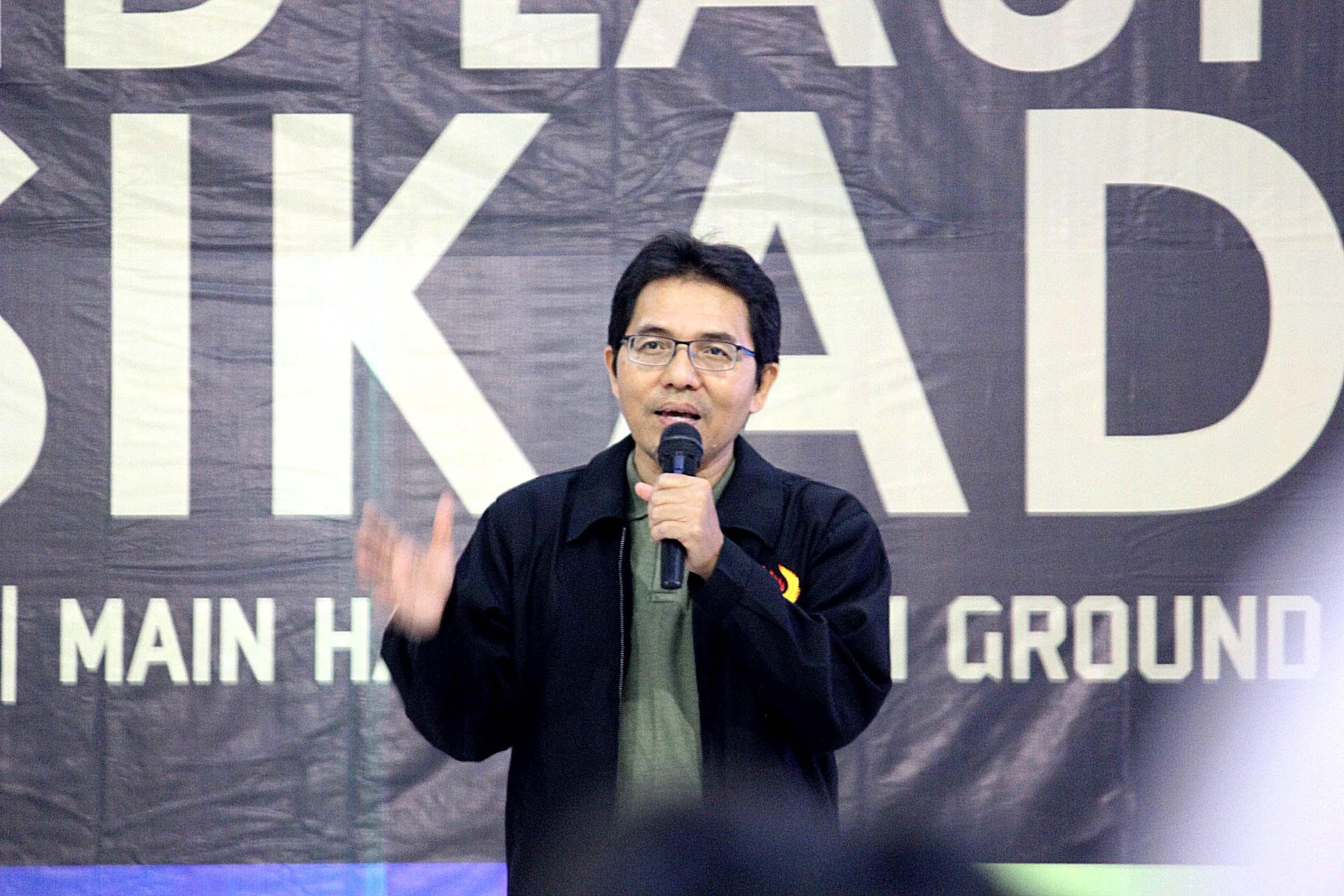 Amri yusra Ketua KONI Kota Depok memberikan sambutan di acara grand launching persikad 1999 di depok town square sabtu (30/03/19)